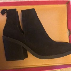 Black booties size 8! Brand new
